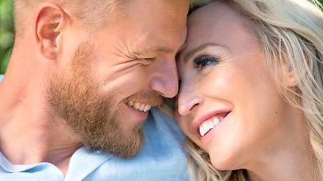Kun rakastaa itseään, kumppanikin voi löytyä rinnalle todennäköisemmin, Jutta ja Juha uskovat.