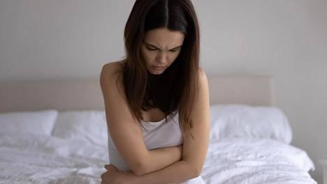 Yksinäiset ovat muita alttiimpia masentumaan.