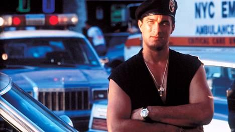 Steven Seagal elokuvassa Katujen laki 1991.