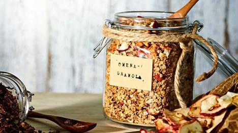Rapeaksi paahdettua granolaa voi valmistaa omenaisena tai suklaisena versiona. Ohjetta on myös helppo tuunata omaan makuun.