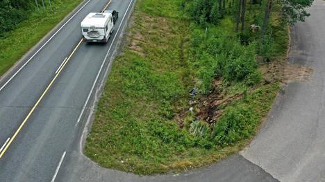 Mira Luodin perhe joutui Parkanossa lauantaina auto-onnettomuuteen. Onnettomuuspaikka sijaitsee Vaasantien ja Konttisentien risteyksessä.