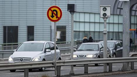 Uudessa Liike-järjestelmässä hoidetaan automaattisen liikennevalvonnan liikennevirhemaksuasioiden lisäksi myös kaikkien poliisien tien päällä määräämien liikennevirhemaksujen jatkotoimenpiteet ja arkistointi. Poliisi kertoi viime viikolla, että jopa 6 000 ylinopeuksien liikennevirhemaksua jumittui Postin järjestelmiin jopa kuukaudeksi.