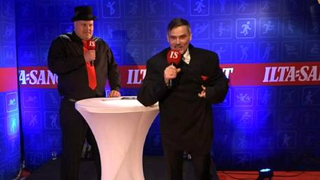 ... ja tältä näytti, kun Virolainen laittoi päälleen voimamiehen puvuntakin. Takki ylsi häntä likimain polviin asti.