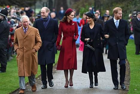 Kuninkaallisen perheen jäsenet ovat tyypillisesti pysyneet erossa politiikasta.