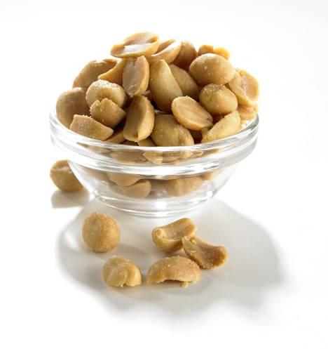 Vaikka pähkinät ovatkin terveellisiä, suolapähkinöitä kannattaa välttää, sillä suomalaiset saavat edelleen ravinnostaan lliikaa suolaa.