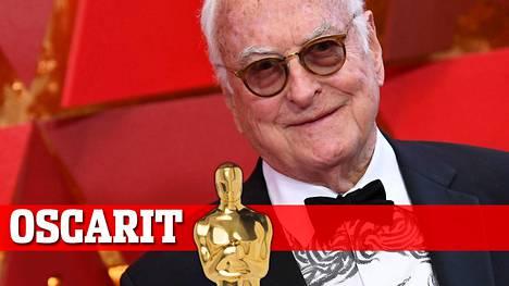 James Ivory sai Oscarin parhaasta käsikirjoituksesta.