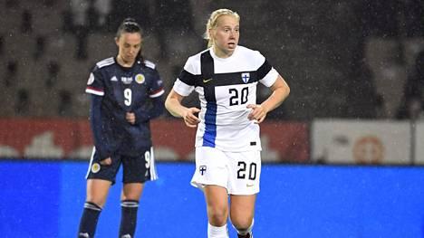 Eveliina Summanen kuvattuna ottelussa Skotlantia vastaan viime syksynä.