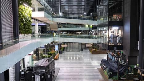 Koronatilanne hiljensi kauppakeskus Valkean Oulussa viime perjantaina.