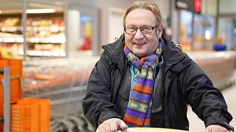 Tarjoushaukka Jorma sai eurolla lentolipun Helsinkiin – nyt hän paljastaa, miten parhaat tarjoukset napataan