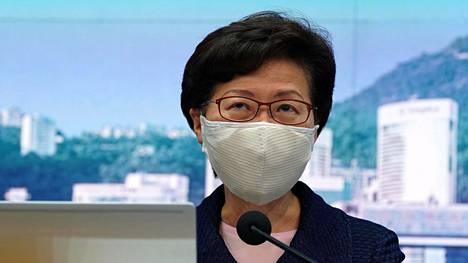 Hongkongin hallintojohtaja Carrie Lam median edessä 31. heinäkuuta 2020.