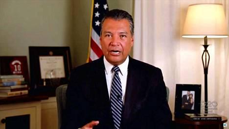 Alex Padillasta tuli ensimmäinen Kalifornian osavaltion latinotaustainen edustaja senaattiin.