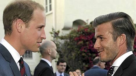 Prinssi William ja David Beckham viihtyvät yhdessä.