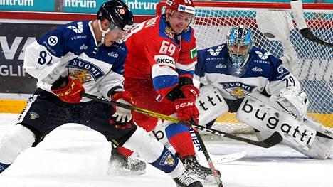 Maailmanmestari Harri Pesonen (etualalla) onnistui maalinteossa kahdesti torstaina Venäjää vastaan.