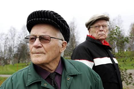 Paavo Lonkila (vas.) vieraili Rukajärven maisemissa vuonna 2004.