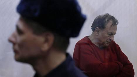 Naisystävänsä murhasta epäilty kansainvälisesti tunnettu historioitsija Oleg Sokolov esiintyi oikeudessa itkien maanantaina.