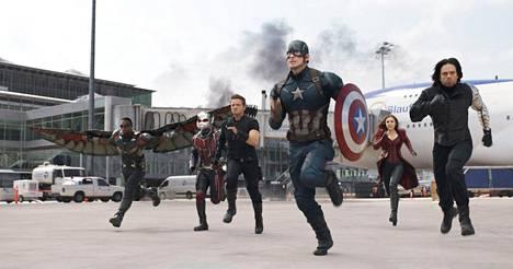Captain America: Civil War -seikkailun sankarijoukosta puuttuvat Thor ja Hulk, jotka yleensä on totuttu näkemään Avengers-joukon mukana.