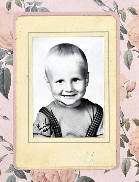 Jokisalon kotialbumissa on Olli Lindholmin lapsuuskuva.