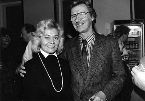 Juha Vainion kuolemasta tuli viime vuonna kuluneeksi 25 vuotta. Kuvassa myös Juhan Pirkko-vaimo.