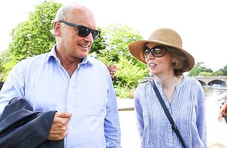Nicholas ja Georgina pitävät Dianan kuolemaa maailman suurimpana uutisena.