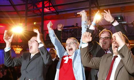 AfD:n kannattajat juhlivat, kun kyselyt povasivat puolueensa isoa nousua Baden-Württenbergin osavaltiossa.