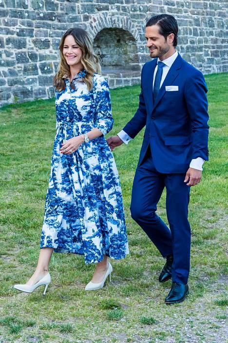 Prinsessa Sofia saapui konserttiin siniseen kesämekkoon pukeutuneena.