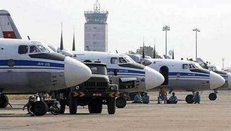 Vietnamin ilmavoimien pelastus- ja etsintäkoneita Ho Chi Minh Cityssä.
