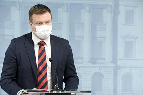 Ministeri Skinnarin mukaan tavoite olisi saada Suomeen 10 000 uutta yritystä, joista puolet olisi ulkomaisia yrittäjiä.