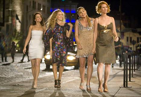 Pois alta, Sinkkuelämää on pian täällä taas! Tai no, ainakin Carrie, Miranda ja Charlotte. Eivätkä he ole enää sinkkujakaan. Mutta täältä tullaan joka tapauksessa!