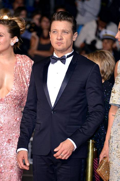 Jeremy Renner, 49, tunnetaan muun muassa Avengers-elokuvista. Hän oli ehdokkaana parhaan miespääosan Oscarin saajaksi elokuvasta Hurt Locker vuonna 2008.