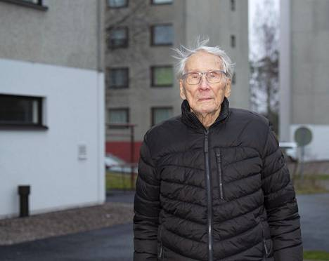 Sotavamma aiheuttaa Otto Virkille kipuja ja tasapaino-ongelmia, mutta hän ei ole sen antanut estää liikuntaharrastuksia.