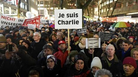 Je suis Charlie -sloganista on tullut pariisilaiseen satiirilehti Charlie Hebdoon tehtyjen iskujen symboli.