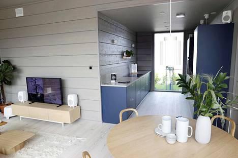 Jos tilaa on enemmän, keittiön osittain sulkeminen voi olla hyvä vaihtoehto. Kuva asuntomessuilta Tuusulasta.
