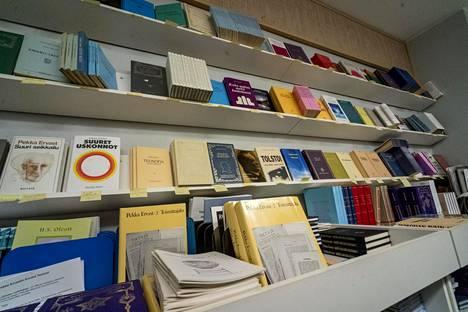 Suurin osa Ruusu-Ristin Kirjallisuusseuran niteistä on Pekka Ervastin esitelmistä tehtyjä kirjasia ja teoksia. Ervastin kirjoja on kustannettu yhteensä pitkästi yli sata kappaletta.