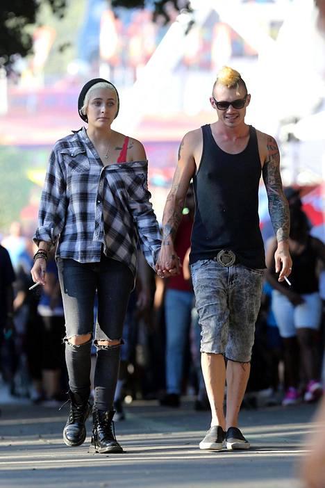 Paris Jackson seurustelelee itseään kahdeksan vuotta vanhemman Michael Snoddyn kanssa.