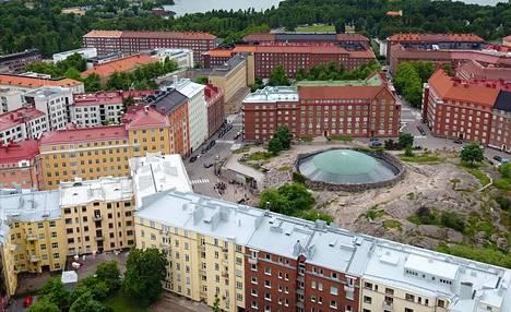 Temppeliaukion kirkon suunnittelivat arkkitehtiveljekset Timo ja Tuomo Suomalainen. Kallion sisälle rakennettu kirkko valmistui Helsingin Töölöön 1969.