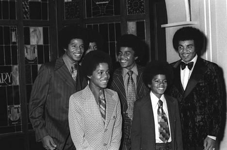 Joe Jackson (oik.) ja The Jackson 5 -yhtye vuonna 1971.