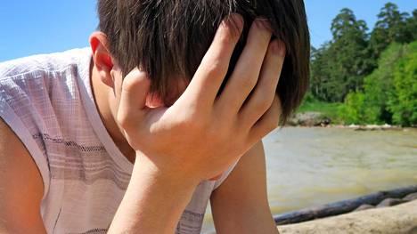 14-vuotiaalle tehtiin tarkkailulähete kotiin eristäytymisen ja psykoottisen masennusepäilyn vuoksi. Kuvituskuvan henkilö ei liity juttuun.