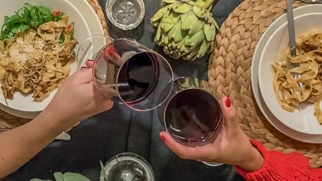 2020 Pasqua Villa Borghetti Valpolicella Classico tai 2020 Speri Valpolicella Classico -punaviinit toimivat hyvin pastan parina.