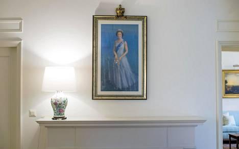 Kuningatar Elisabetista  on useita kuvia.