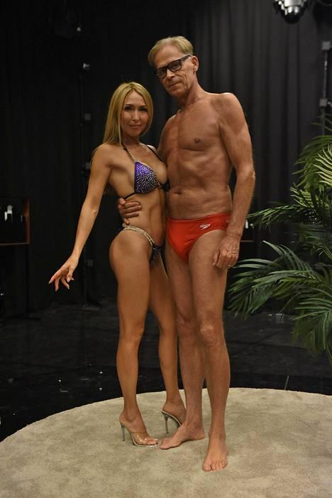 Pari sai haastattelun aikana suihkurusketuksen.