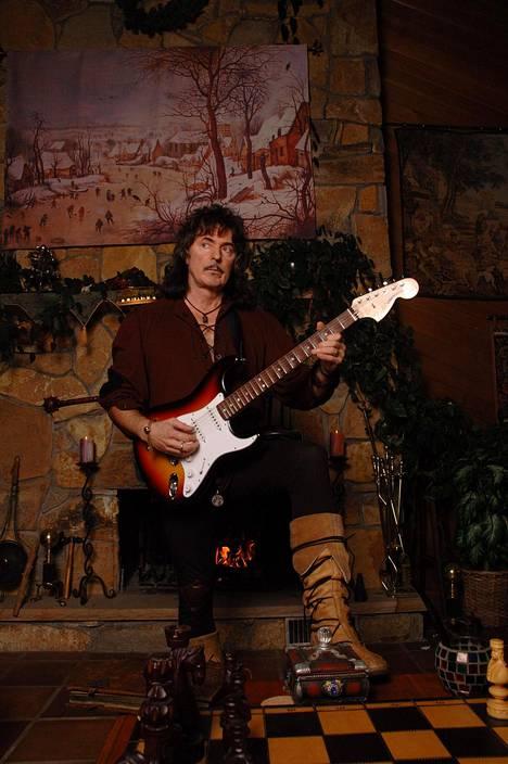 Blackmore perusti renesanssihenkisen folk rock -yhtye Blackmore's Nightin vuonna 1997.