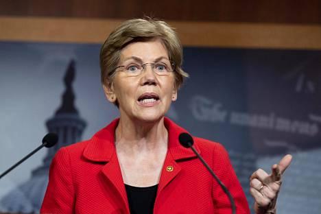 Elizabeth Warren pyrki myös itse presidenttiehdokkaaksi. Hän luopui kisasta maaliskuussa.