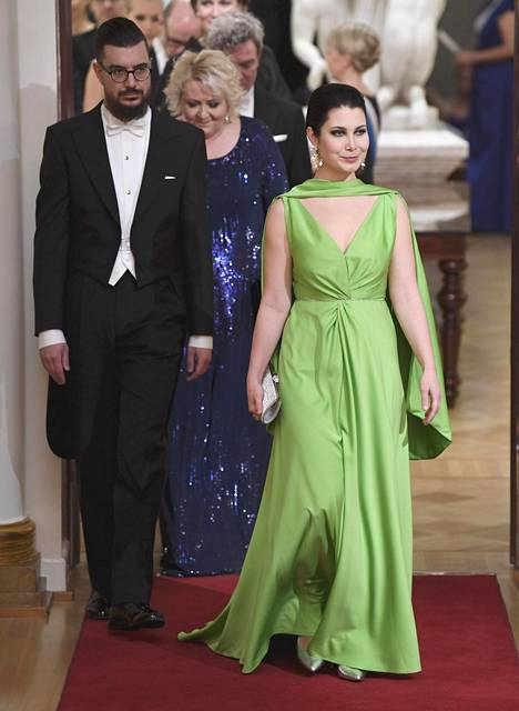 Emma Kari pukeutui väriuskollisesti vihreään.