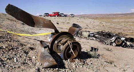 Koneen yhdeksän matkustajaa ja lentäjä saivat surmansa onnettomuudessa.