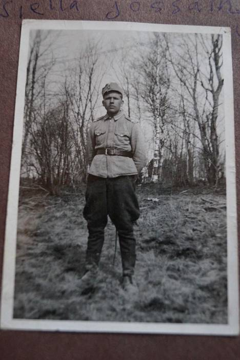 Korpraali Matti Rautiainen kesällä 1942. Tässä ennen vakavaa haavoittumistaan.