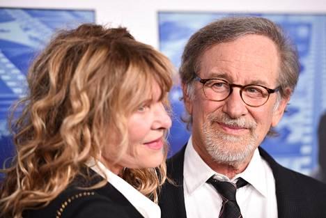 Steven Spielberg ja hänen vaimonsa, näyttelijä Kate Capshaw dokumentin ensi-iltajuhlissa.