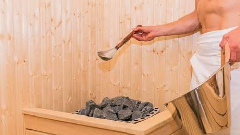 Suomalaiset kertovat saunomiskokemuksistaan maailmalla. Käytännöt ja saunasäännöt vaihtelevat eri maissa, lukijat kertovat.