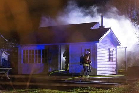 Kotkan Metsolassa sijaitsevassa siirtolapuutarhamökissä syttynyt tulipalo aiheutti yhden ihmisen kuoleman.