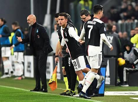 Ronaldo antoi tilaa argentiinalaistähti Paulo Dybalalle.