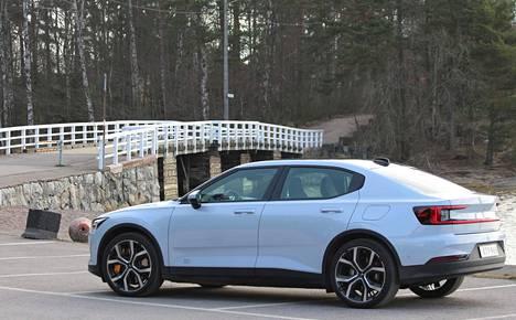 Noin 4,6-metrisen Polestar 2:n sivuprofiilissa on annos Volvoa ja loput ihan jotain muuta.
